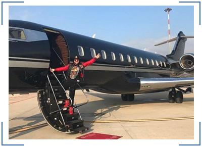 летают на частном самолете