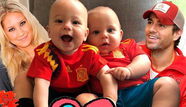 воспитывают близнецов